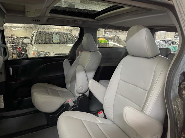 2017 Toyota Sienna Limited  AWD NAVIGATION/PANORAMIC SUNROOF /DVD Photo9