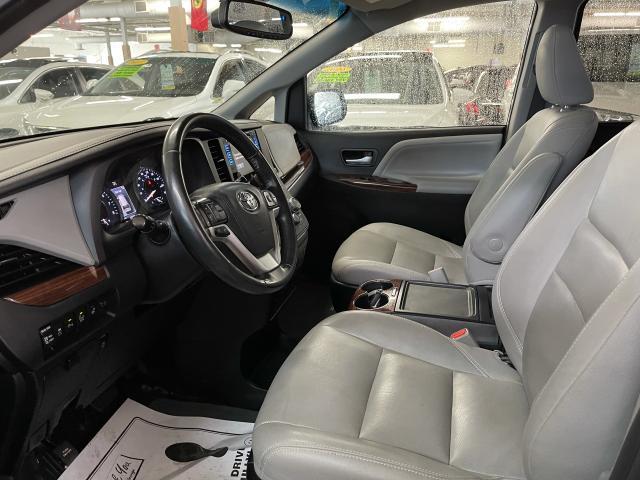 2017 Toyota Sienna Limited  AWD NAVIGATION/PANORAMIC SUNROOF /DVD Photo8