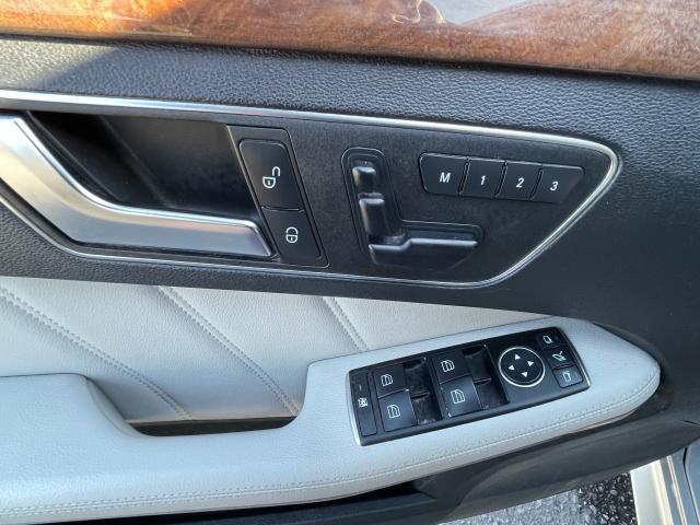 2013 Mercedes-Benz E-Class E 350 AWD NAVIGATION /SUNROOF /CAMERA Photo9