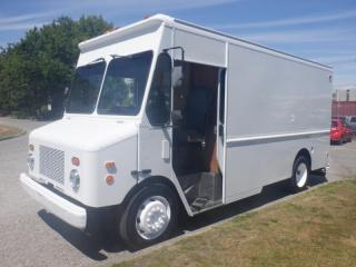 Used 2006 Workhorse W42 Utilimaster 14 Foot Cube Van With Shelving for sale in Burnaby, BC