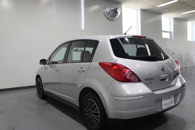 2012 Nissan Versa Hatchback 1.8 SL CVT