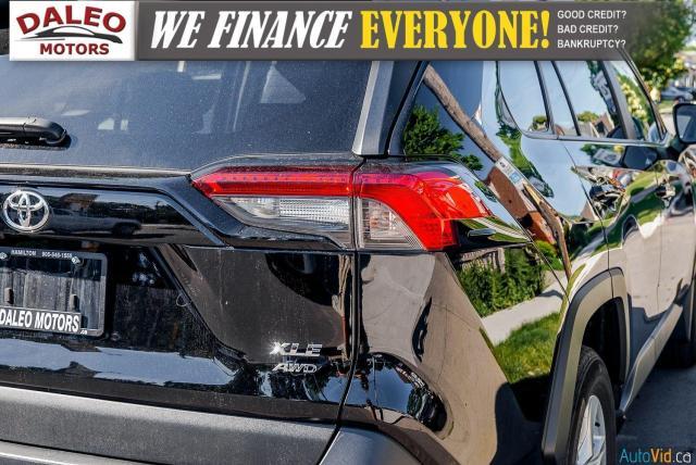 2020 Toyota RAV4 XLE / AWD / PANO ROOF / BACK UP CAM / HEATED SEATS Photo10