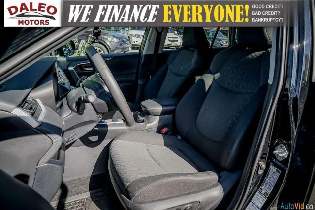 2020 Toyota RAV4 XLE / AWD / PANO ROOF / BACK UP CAM / HEATED SEATS Photo11