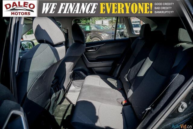 2020 Toyota RAV4 XLE / AWD / PANO ROOF / BACK UP CAM / HEATED SEATS Photo12