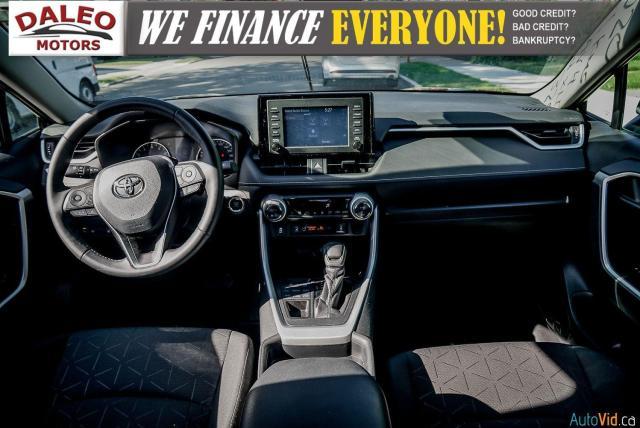 2020 Toyota RAV4 XLE / AWD / PANO ROOF / BACK UP CAM / HEATED SEATS Photo13
