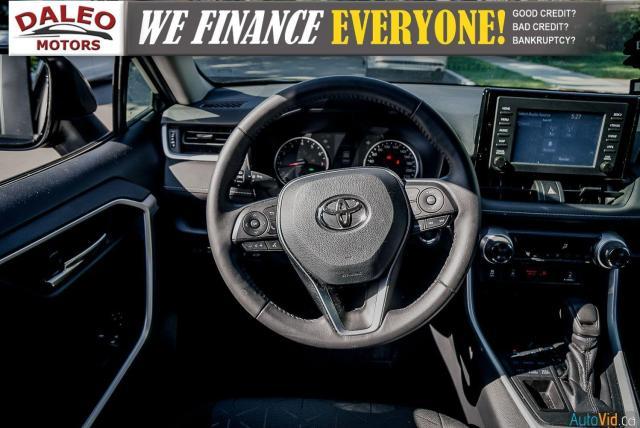 2020 Toyota RAV4 XLE / AWD / PANO ROOF / BACK UP CAM / HEATED SEATS Photo14