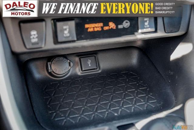 2020 Toyota RAV4 XLE / AWD / PANO ROOF / BACK UP CAM / HEATED SEATS Photo21