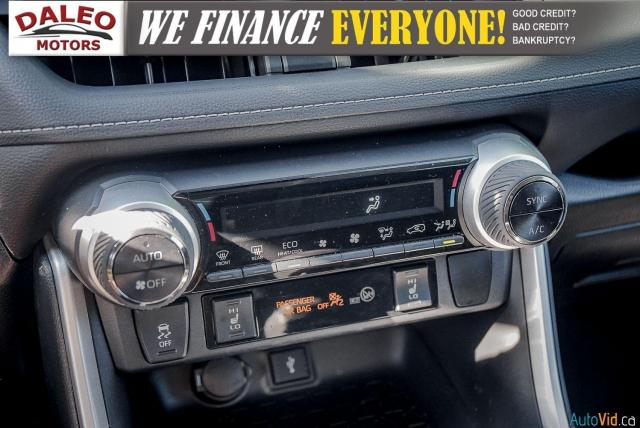 2020 Toyota RAV4 XLE / AWD / PANO ROOF / BACK UP CAM / HEATED SEATS Photo22