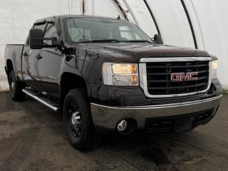 Used 2009 GMC Sierra 2500 HD SLE NEVER PLOWED WITH, EXTRA CLEAN, OIL SPRAYED EACH YEAR AND MAINTAINED for sale in Ottawa, ON