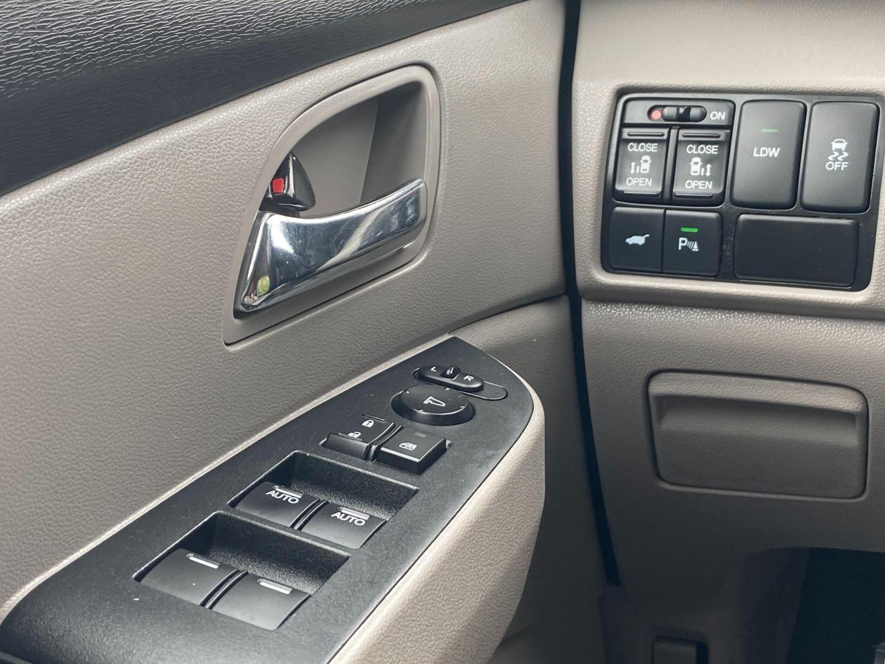 2015 Honda Odyssey EX-L Photo25