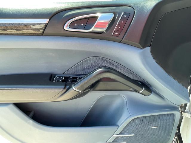 2012 Porsche Cayenne Premium  AWD NAVIGATION /SUNROOF /CAMERA Photo17