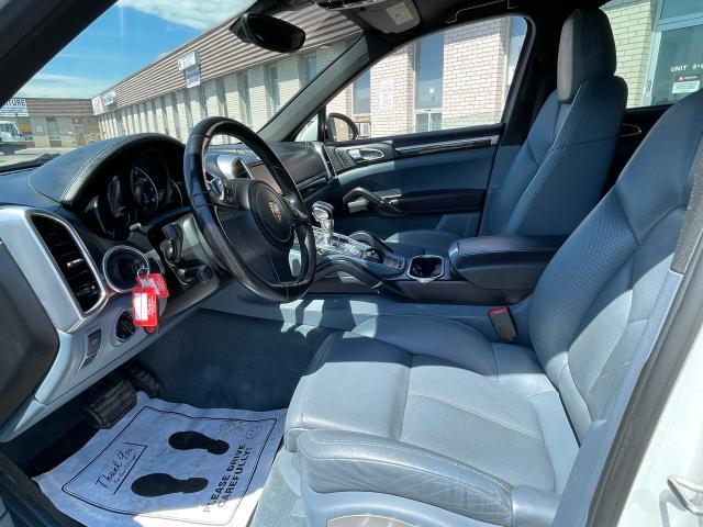 2012 Porsche Cayenne Premium  AWD NAVIGATION /SUNROOF /CAMERA Photo8