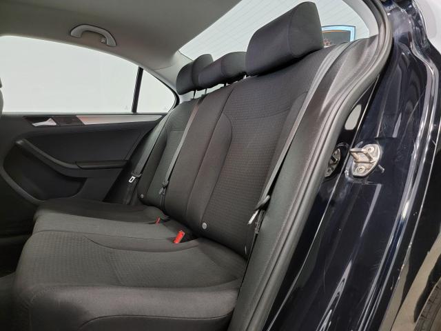 2015 Volkswagen Jetta 4dr 2.0L Man Trendline+ Photo23