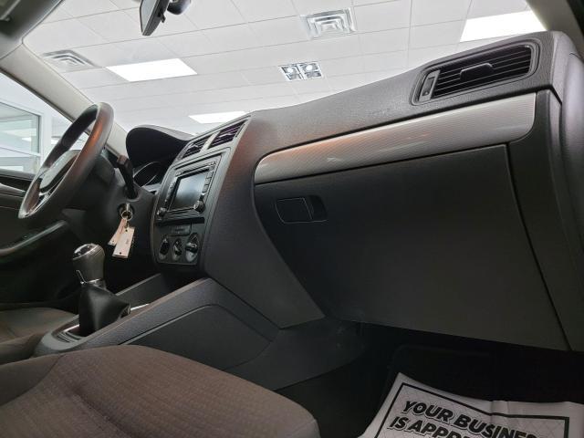 2015 Volkswagen Jetta 4dr 2.0L Man Trendline+ Photo30