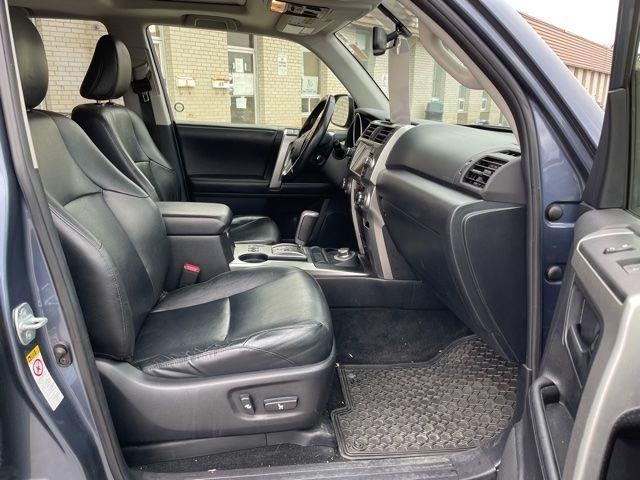 2012 Toyota 4Runner Limited  Navigation /Sunroof/7 Passengers Photo7