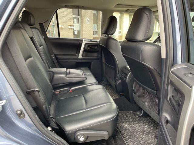 2012 Toyota 4Runner Limited  Navigation /Sunroof/7 Passengers Photo8