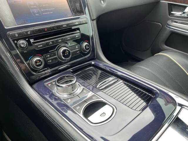 2011 Jaguar XJ Premium  Navigation/Panoramic Sunroof/Camera Photo12