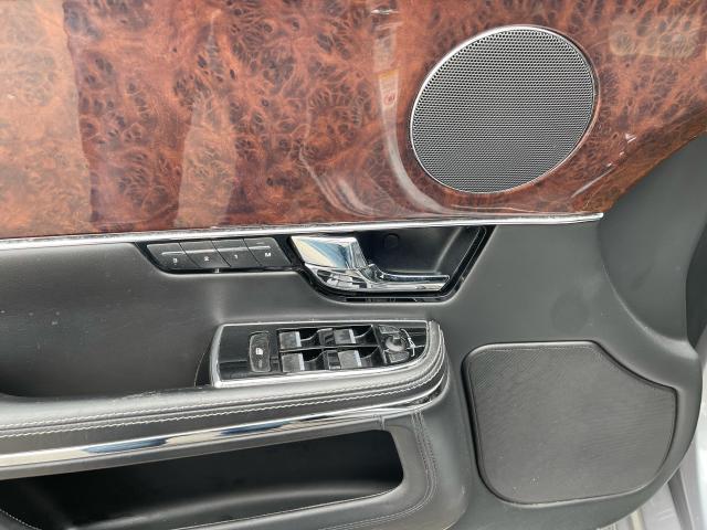2011 Jaguar XJ Premium  Navigation/Panoramic Sunroof/Camera Photo10
