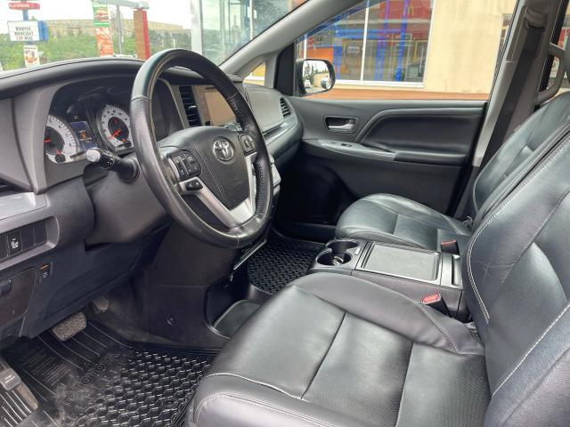 2015 Toyota Sienna SE Navigation/Sunroof/DVD/Leather Photo9