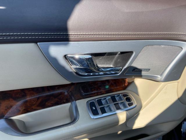 2014 Jaguar XF Premium  AWD  Navigation/Camera /Sunroof Photo10