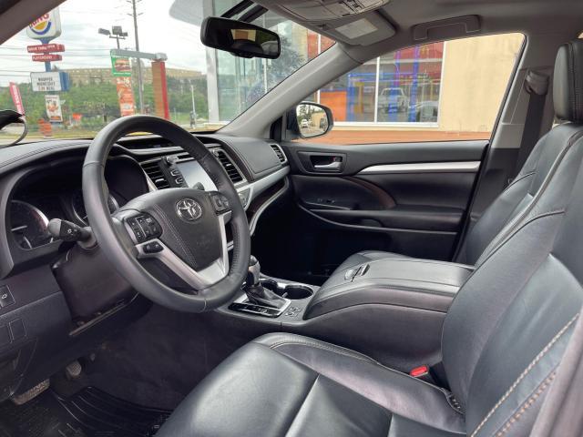 2016 Toyota Highlander XLE Navigation /Sunroof /Camera /8 Pass Photo10