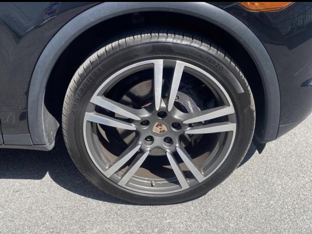 2012 Porsche Cayenne Premium  Navigation/Sunroof/Camera Photo3