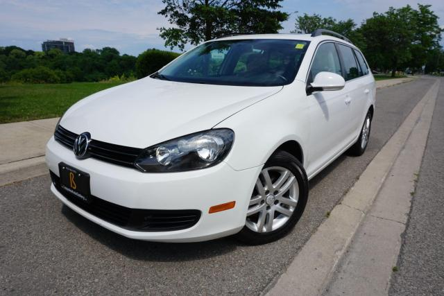 2010 Volkswagen Golf Wagon 1 OWNER / NO ACCIDENTS / LOCAL CAR / PANO ROOF/2.5