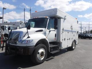Used 2009 International 4400 MA 035 13 Foot Workshop Cargo Cube Van With Shelving and Air Brakes Diesel for sale in Burnaby, BC