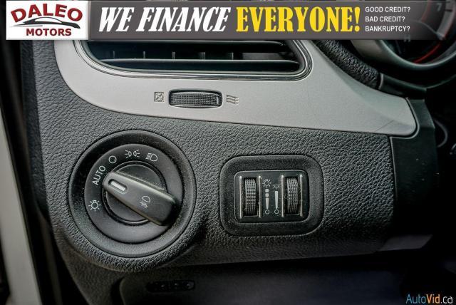 2011 Dodge Journey SXT / 7 PASSENGERS /  USB INPUTS / Photo19