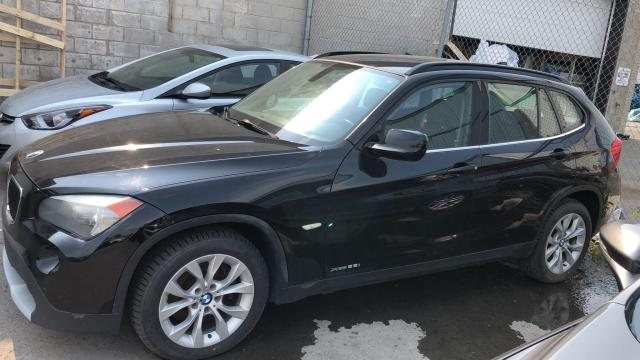 2012 BMW X1 AWD, LEATHER SEATS, 2.0L (AS IS. Needs an Engine ) Photo3