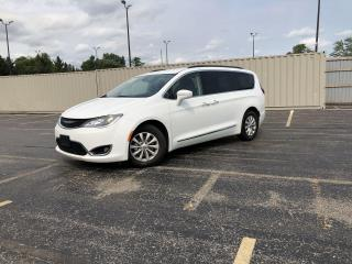Used 2017 Chrysler Pacifica Touring-L 2WD for sale in Cayuga, ON
