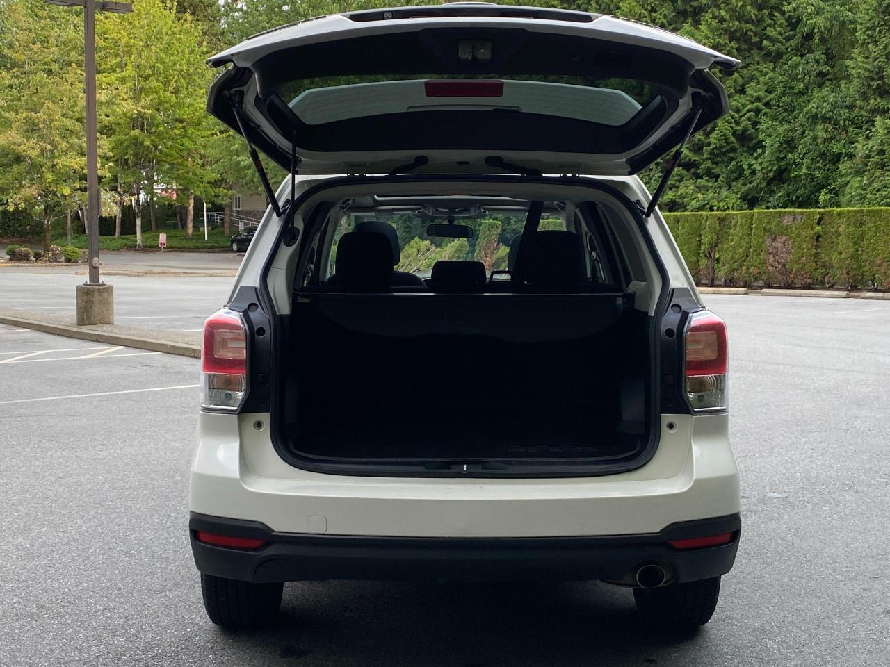 2017 Subaru Forester i Touring Photo5