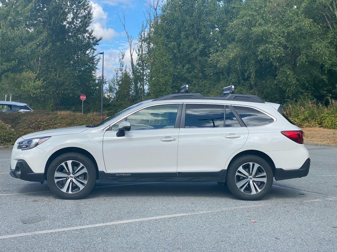 2018 Subaru Outback LIMITED Photo4