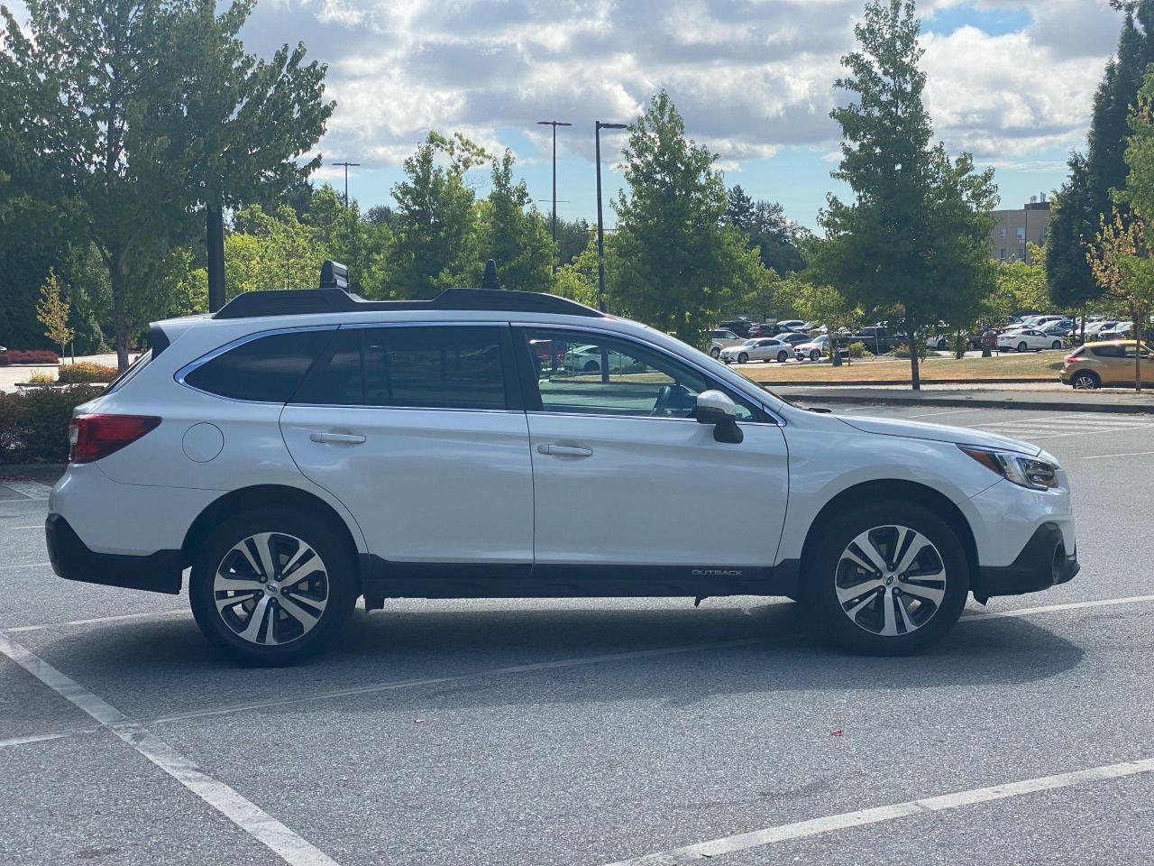 2018 Subaru Outback LIMITED Photo9