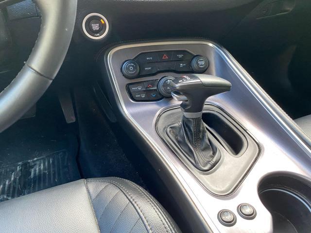 2017 Dodge Challenger SXT Photo14