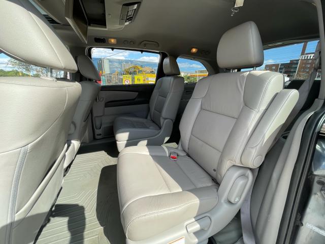 2011 Honda Odyssey Touring Navigation/DVD/Sunroof/8Passs Photo10