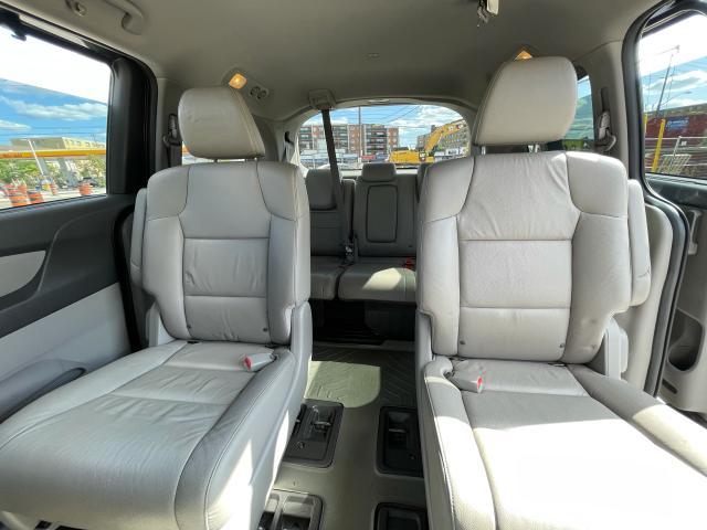 2011 Honda Odyssey Touring Navigation/DVD/Sunroof/8Passs Photo11