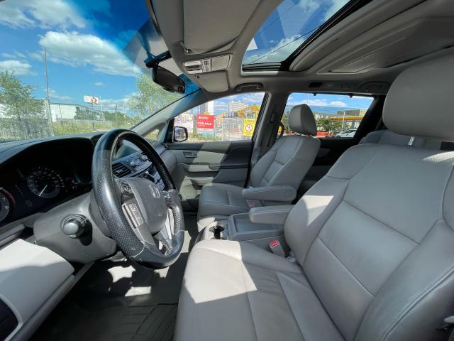 2011 Honda Odyssey Touring Navigation/DVD/Sunroof/8Passs Photo9