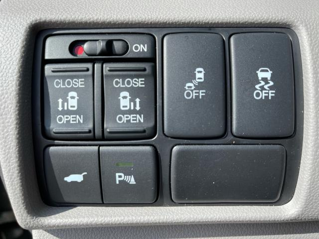 2011 Honda Odyssey Touring Navigation/DVD/Sunroof/8Passs Photo16