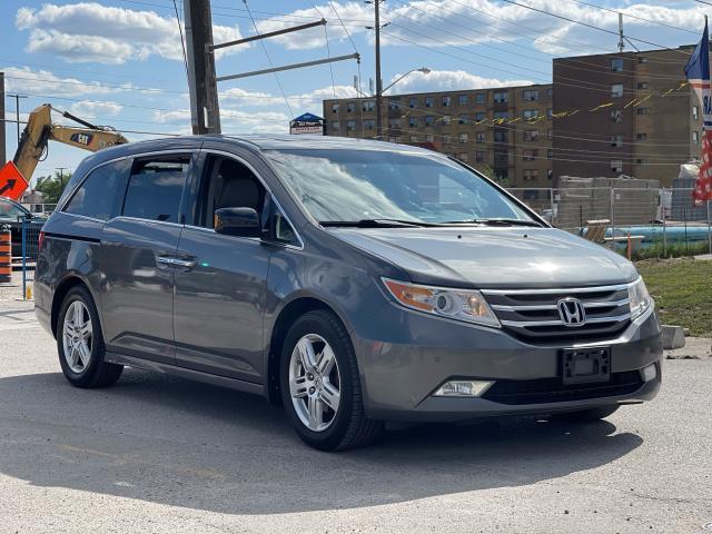2011 Honda Odyssey Touring Navigation/DVD/Sunroof/8Passs Photo7
