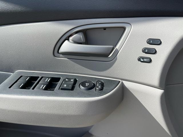 2011 Honda Odyssey Touring Navigation/DVD/Sunroof/8Passs Photo17
