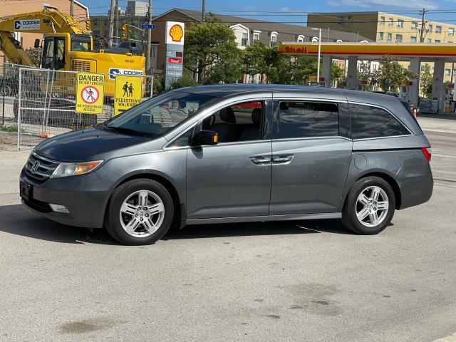 2011 Honda Odyssey Touring Navigation/DVD/Sunroof/8Passs Photo2
