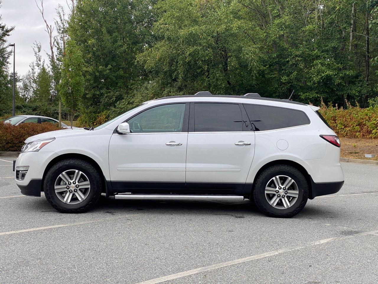 2017 Chevrolet Traverse 2LT Photo2