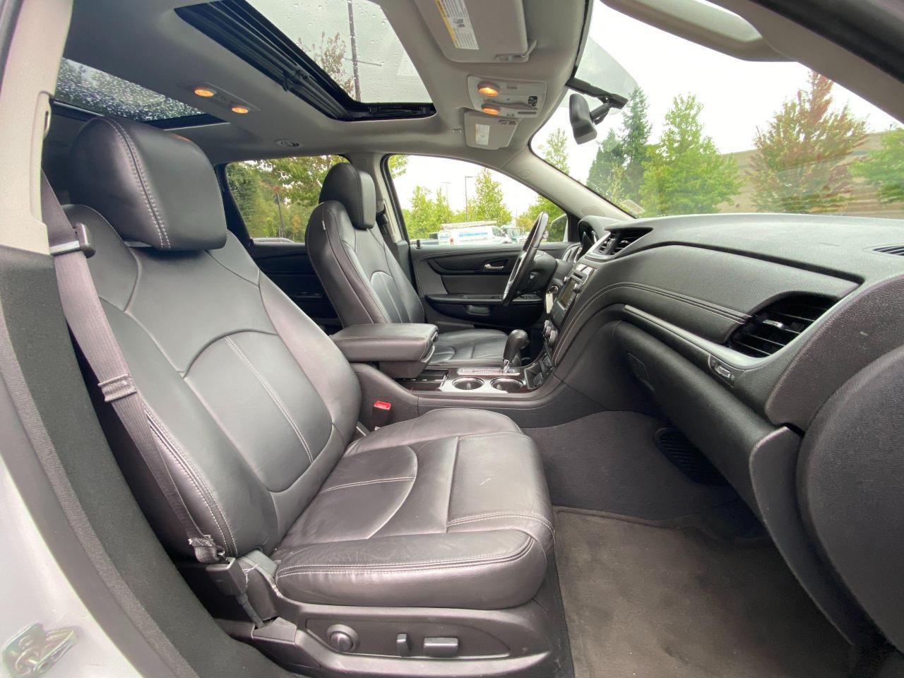 2017 Chevrolet Traverse 2LT Photo9