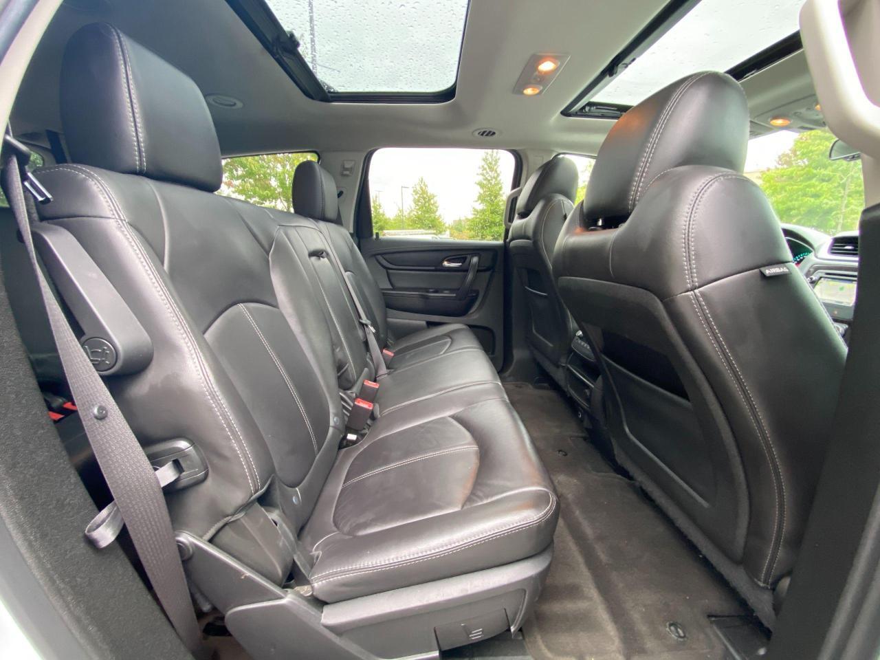 2017 Chevrolet Traverse 2LT Photo10
