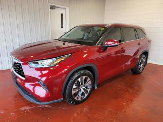 Used 2020 Toyota Highlander XLE AWD for sale in Pembroke, ON