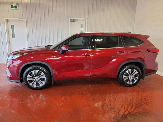 2020 Toyota Highlander XLE AWD Photo2