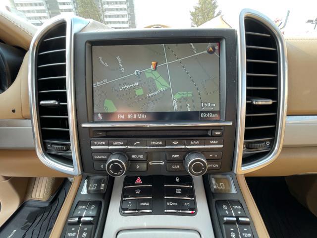2012 Porsche Cayenne Turbo Navigation/Panoramic Sunroof/Camera Photo16