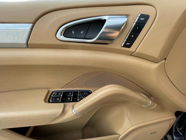 2012 Porsche Cayenne Turbo Navigation/Panoramic Sunroof/Camera Photo18