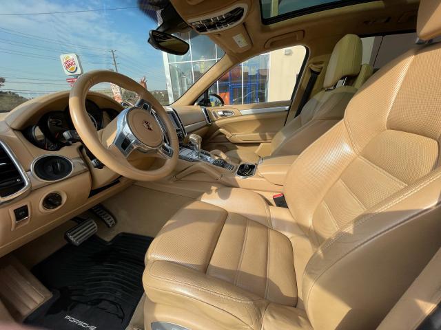 2012 Porsche Cayenne Turbo Navigation/Panoramic Sunroof/Camera Photo11